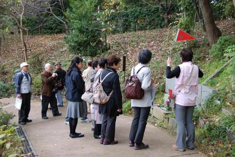 2015年11月には、清瀬市の男女共同参画センターが企画した終活講座の研修先に選ばれ、「終活セミナーと樹木葬見学バスツアー」というタイトルで66名の方にお越しいただきました。